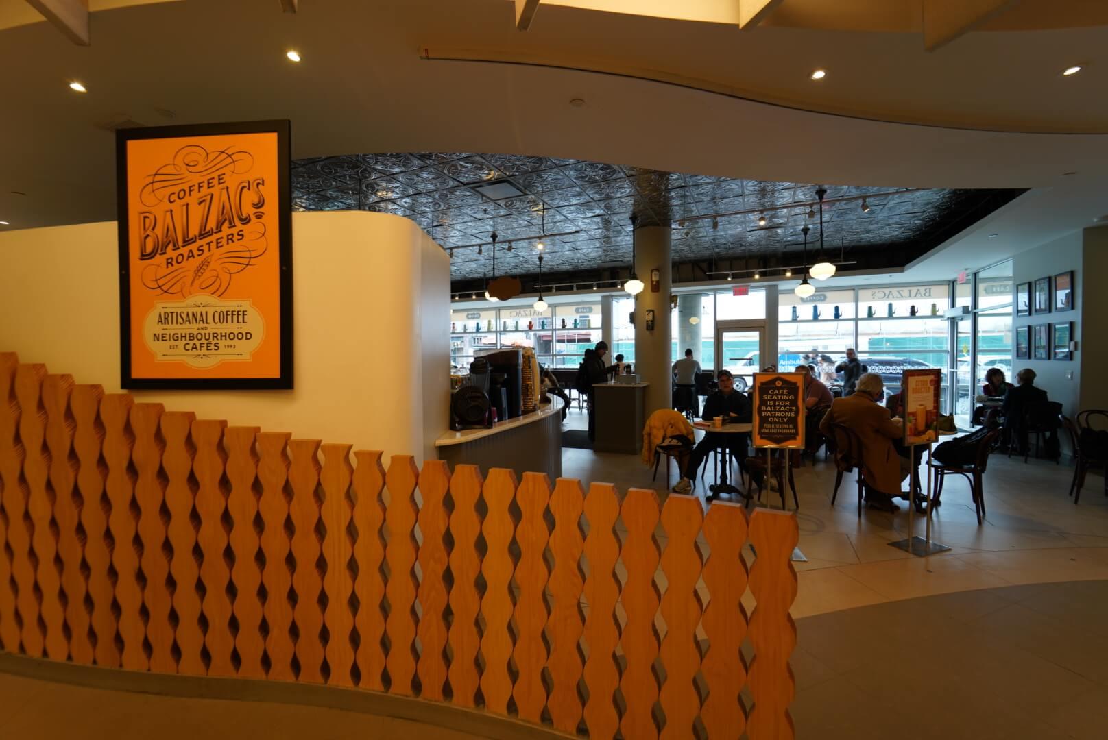 トロントリファレンスライブラリー横のカフェ