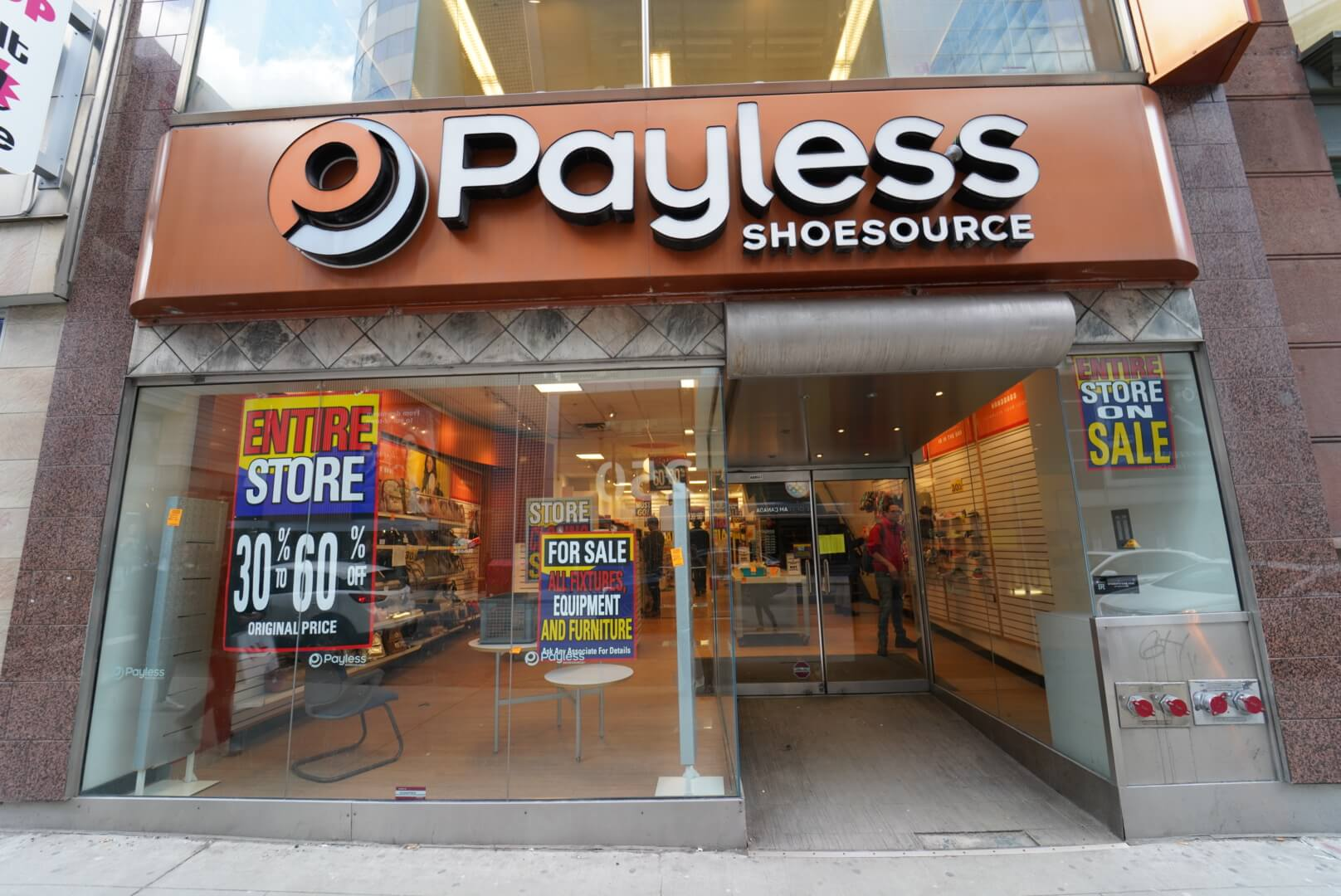 payless shoesトロント店の外観
