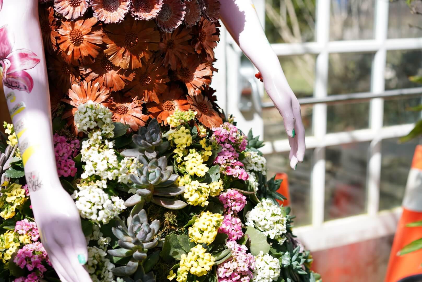 Allan Gardenの花で作られたドレス