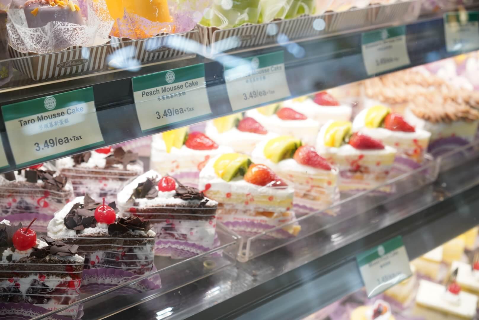 カナダのアジア系スーパー「T&T」のケーキ