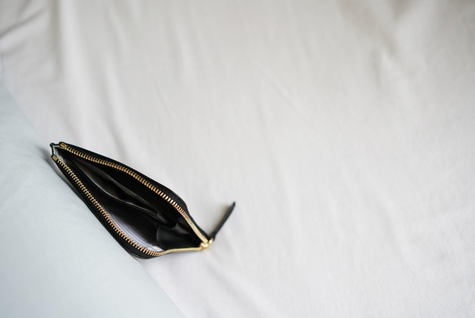 maison kitsuneの財布の中