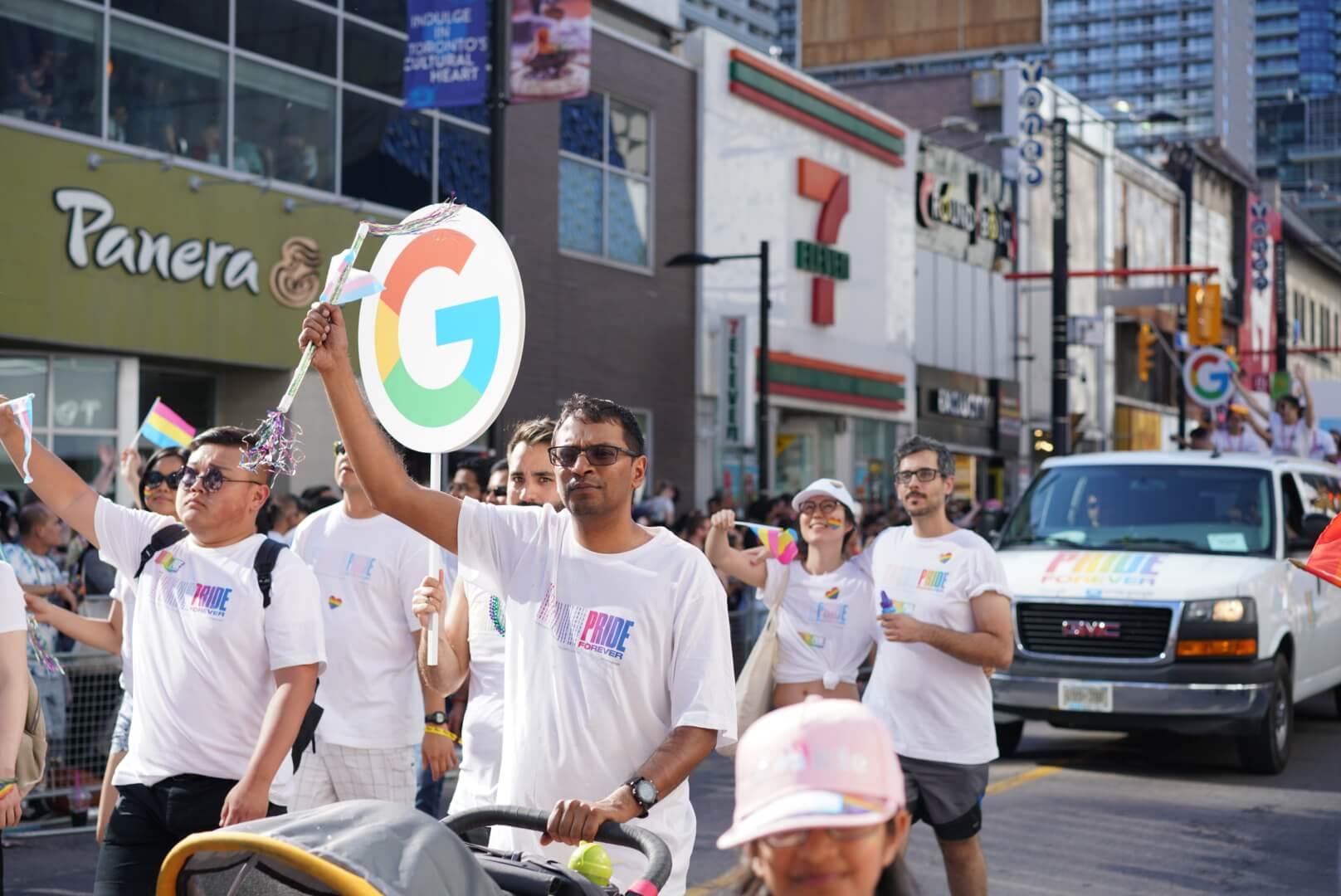 トロントのプライド・パレードに参加してたGoogleの様子