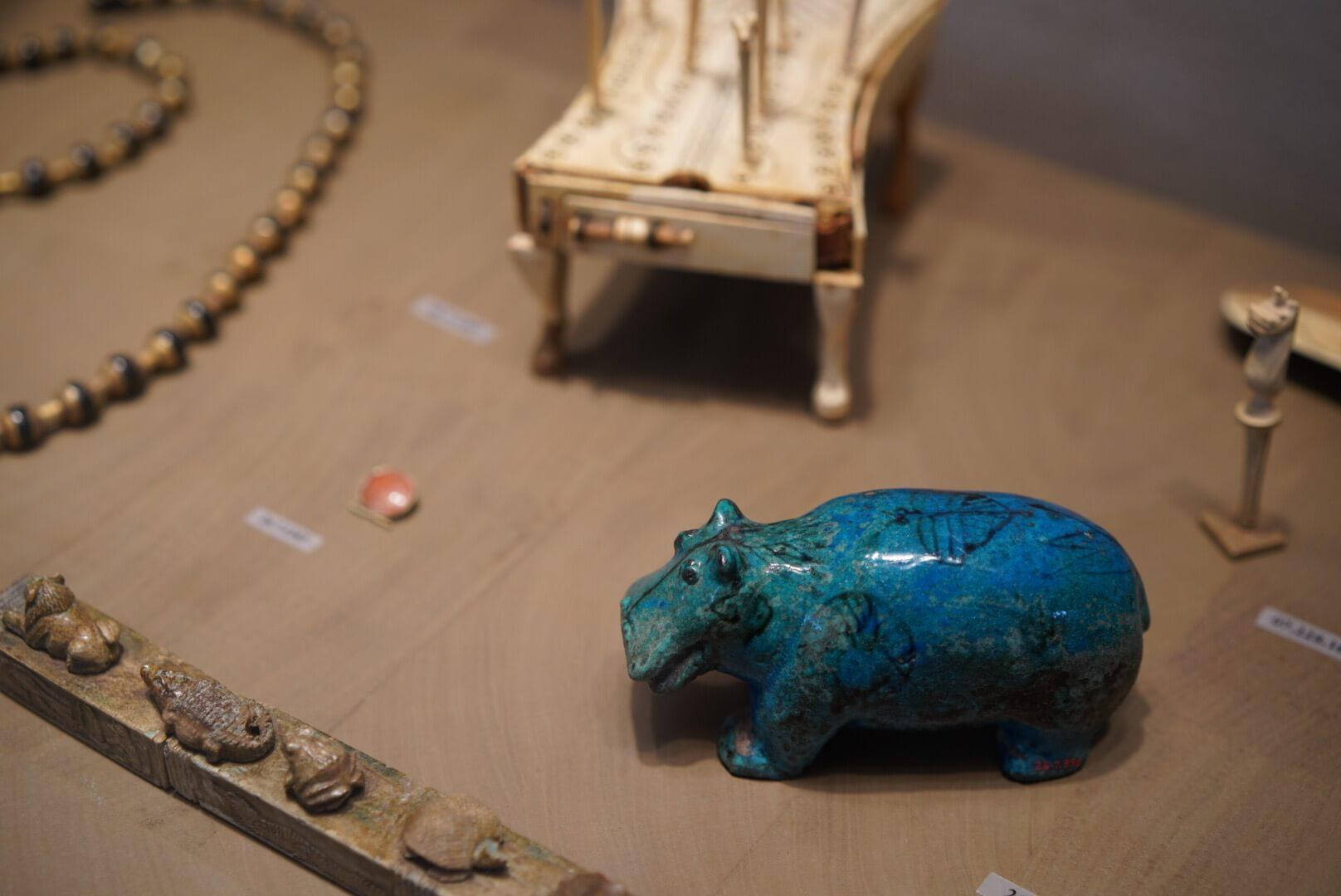 メトロポリタン美術館で見かけた300億円の青いカバ